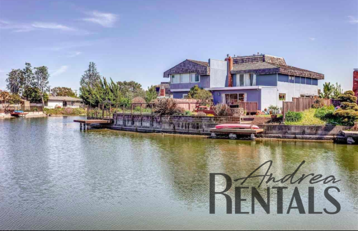 Charming 3BR/2.5Ba Retreat House on the Alameda Lagoon with Boat Dock!