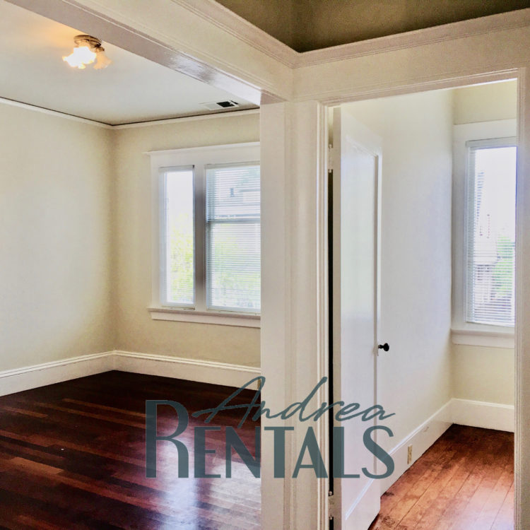 Updated Flat in Charming Duplex with 20th Century Style!