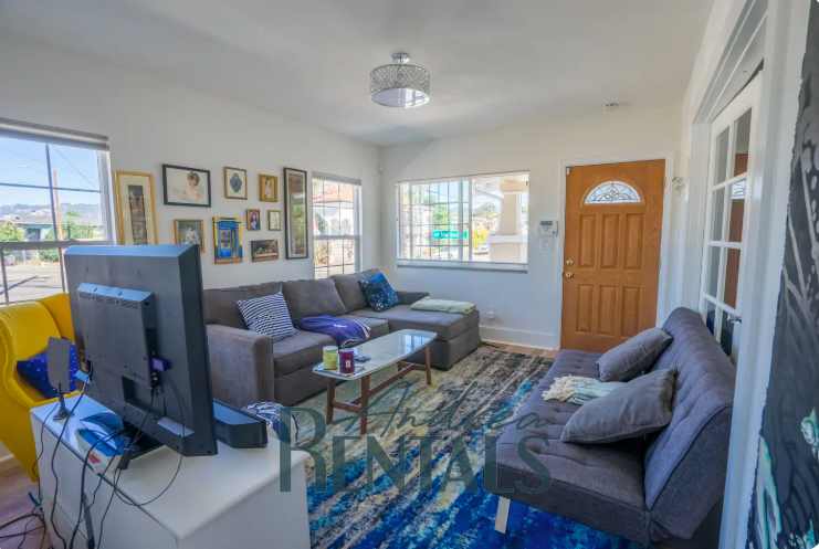 Sweet 3bed/1bath house in North Oakland is available September 1!