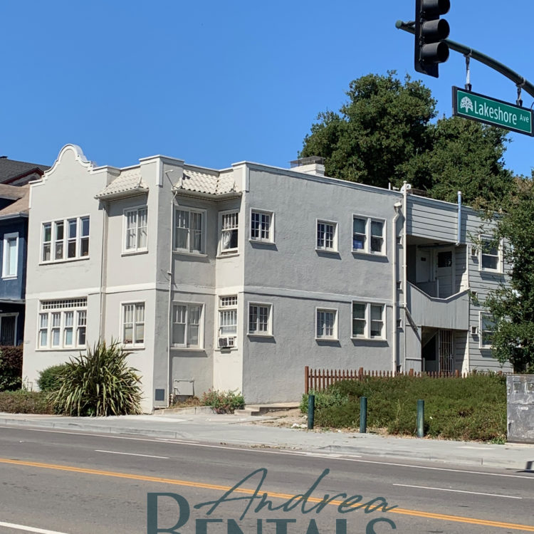 1 bedroom, 1 bath unit on Lake Merritt with Lake Views, Classic Charm, and Hardwood Floors Throughout!