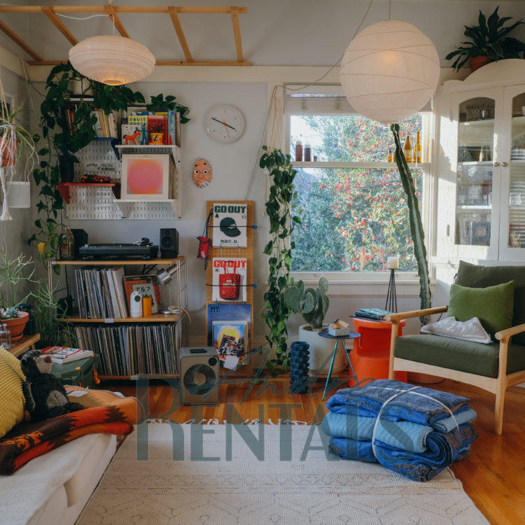 Lovely, bright upper unit 1BD/1BA in fantastic, central Rockridge location – available May 15!