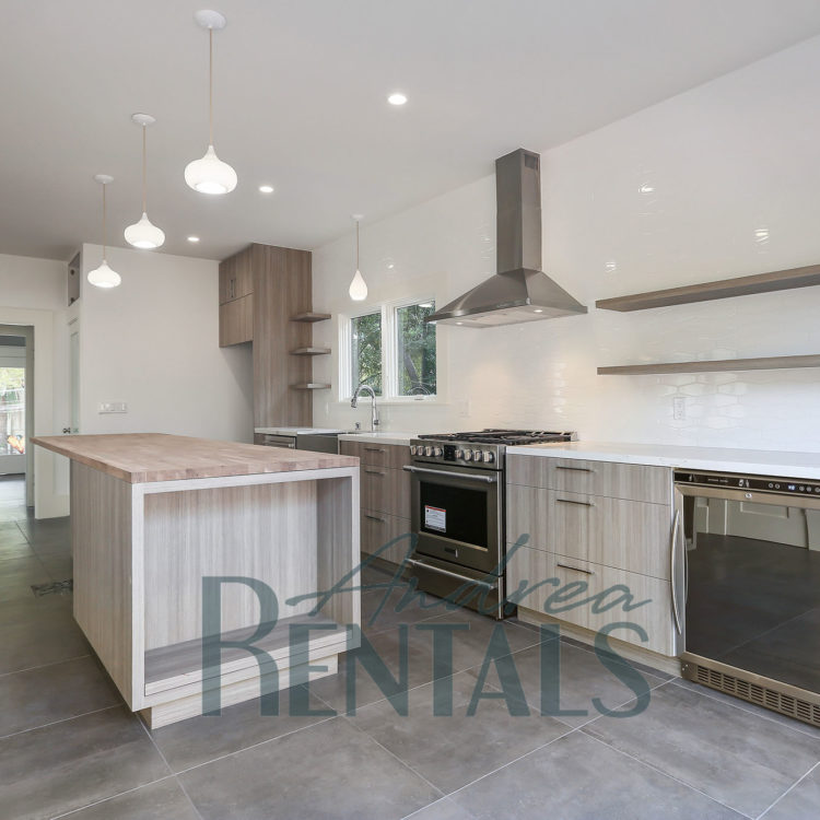Chic, top of the line, 3+bed/2.5 bath flat, perfectly situated between Grand Avenue and Piedmont
