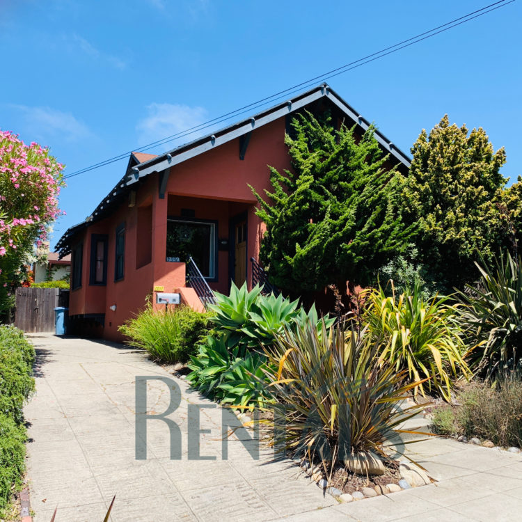 Charming Berkeley bungalow available now for a 6 to 8 month lease. **FURNISHED**