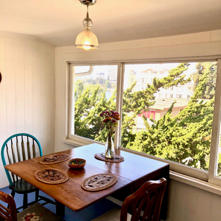 Spacious 2 Bedroom Flat with Personality and Lake Merritt Views!