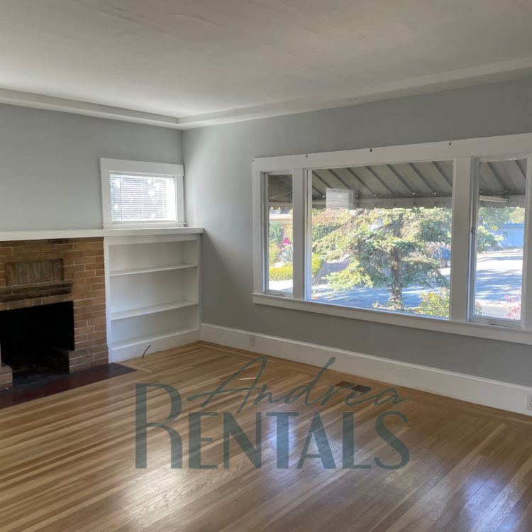 Lower Dimond 2bed/1bath Gem Available Now!
