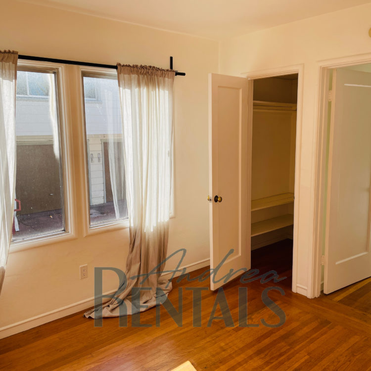 Lovely 1BR/1BA unit with garage, shady porch, and shared patio available in Berkeley!