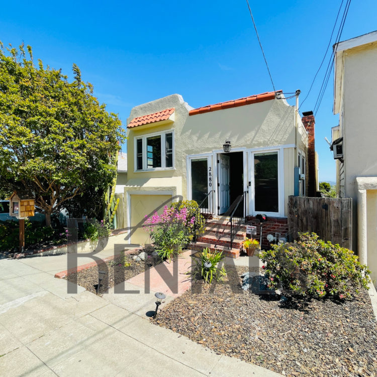 Charming 1921 3bed/1bath house, nestled on a sunny downslope in Maxwell Park, just 4 blocks from Mills College!