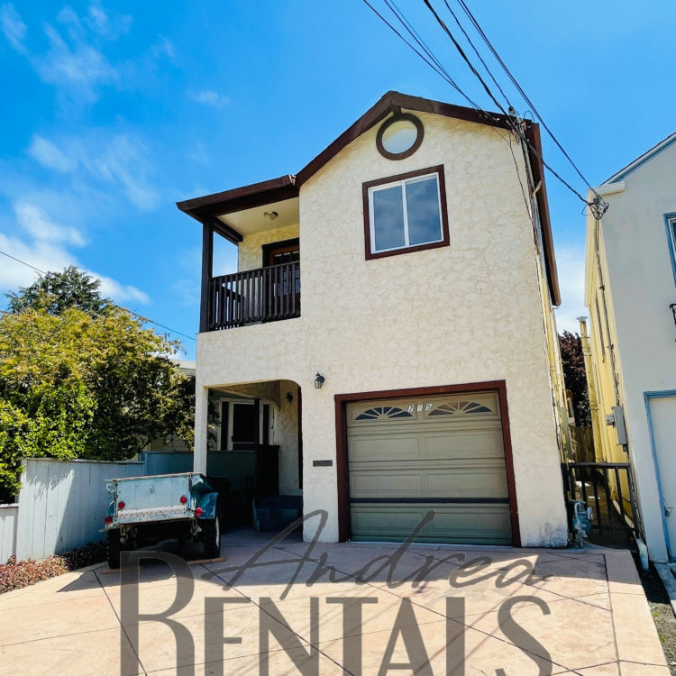 Sweet Albany 4bed/2bath house with garage and rear patio in perfect location, one block off Solano Avenue and one block to Memorial Park, Albany High School, and Albany Aquatic Center.