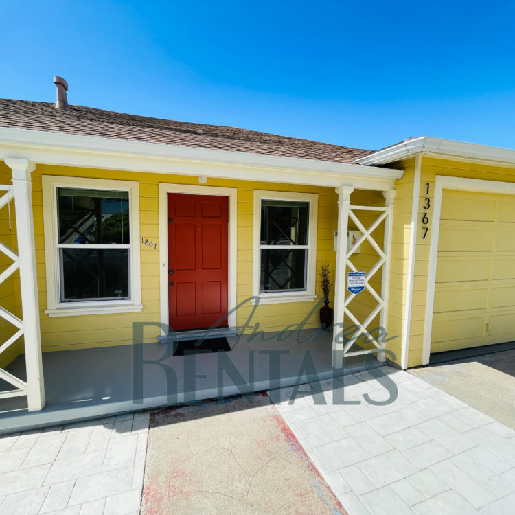 A picture-perfect little 50's house to call home!